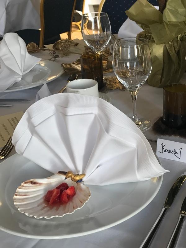 Oliveriet ordnade bankett i Kristina-salen vid Kristinehamns 375-årsjubileum. Replika från 1655 var jordgubbar serverade i vin i en snäcka och en fågel i marsipan.
