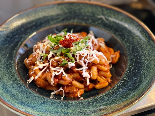 En pasta alla Norma med egengjorda pasta på Oliveriet.