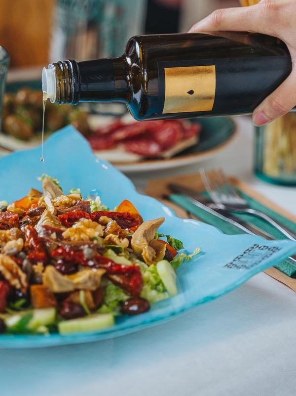 Insalata Ricca med olivolja extra jungfru