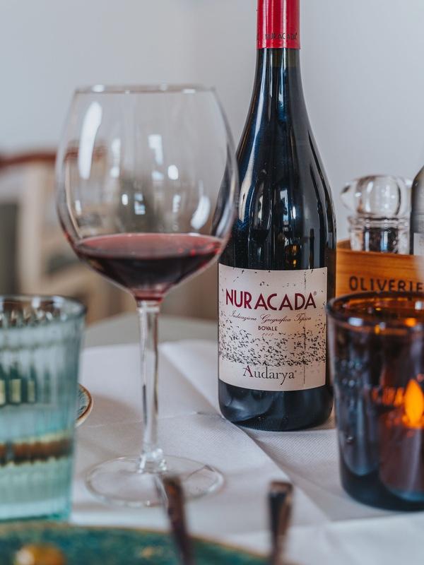 Ett glas sardiskt vin på Oliveriet.