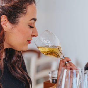 Vinprovning, dofta och smaka på Oliveriet.
